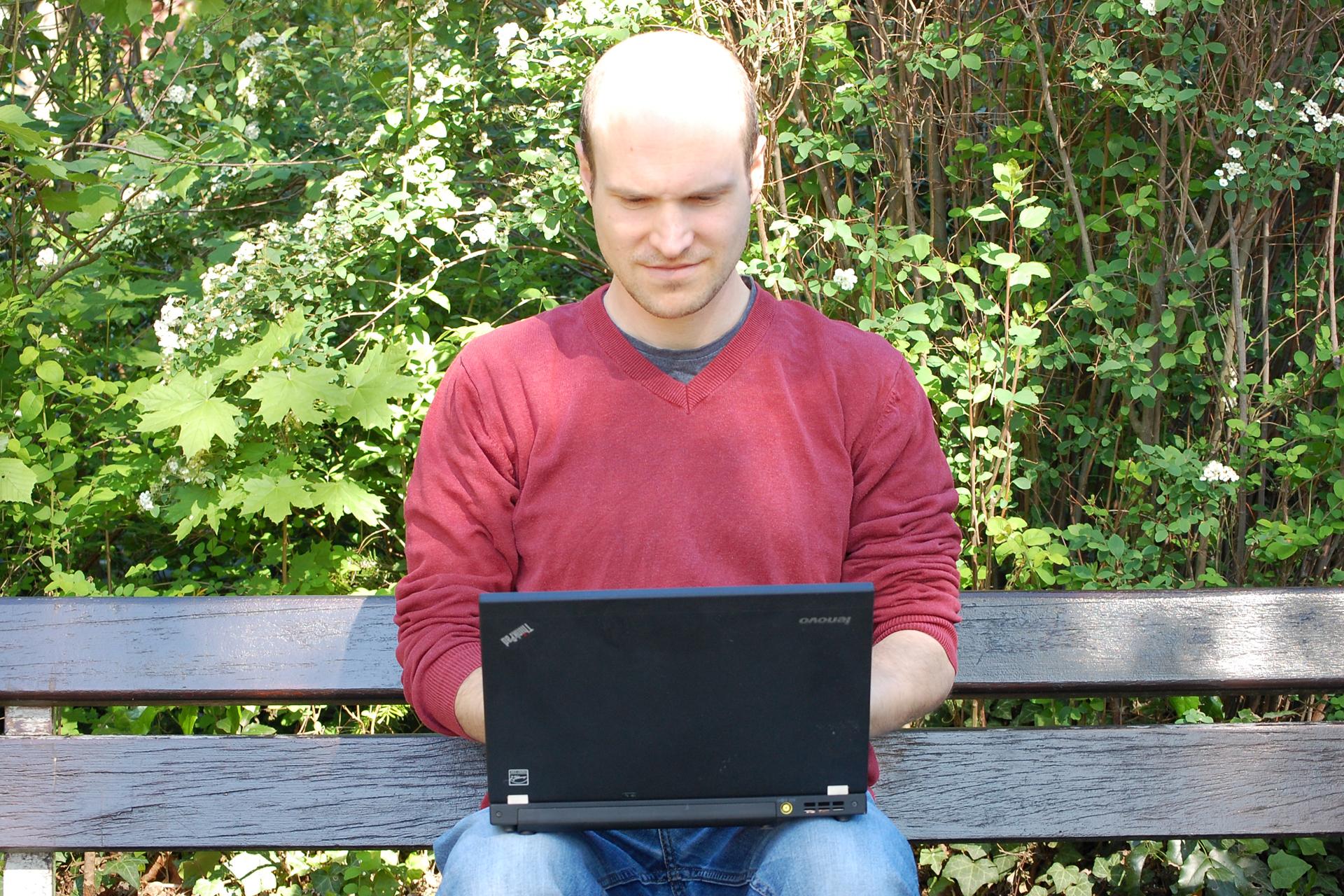 Dominik Braun mit Laptop